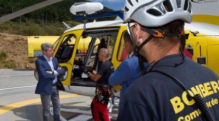 El portavoz del Gobierno regional Garrido visita el parque de bomberos en Navacerrada y asiste a una maniobra de entrenamiento