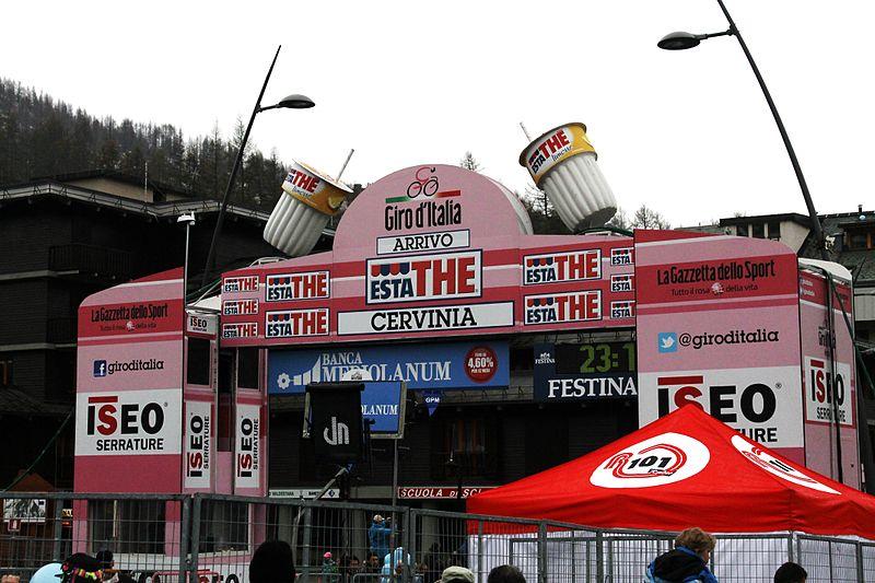800px-Arrivo_Giro_d'Italia_2012_Cervinia