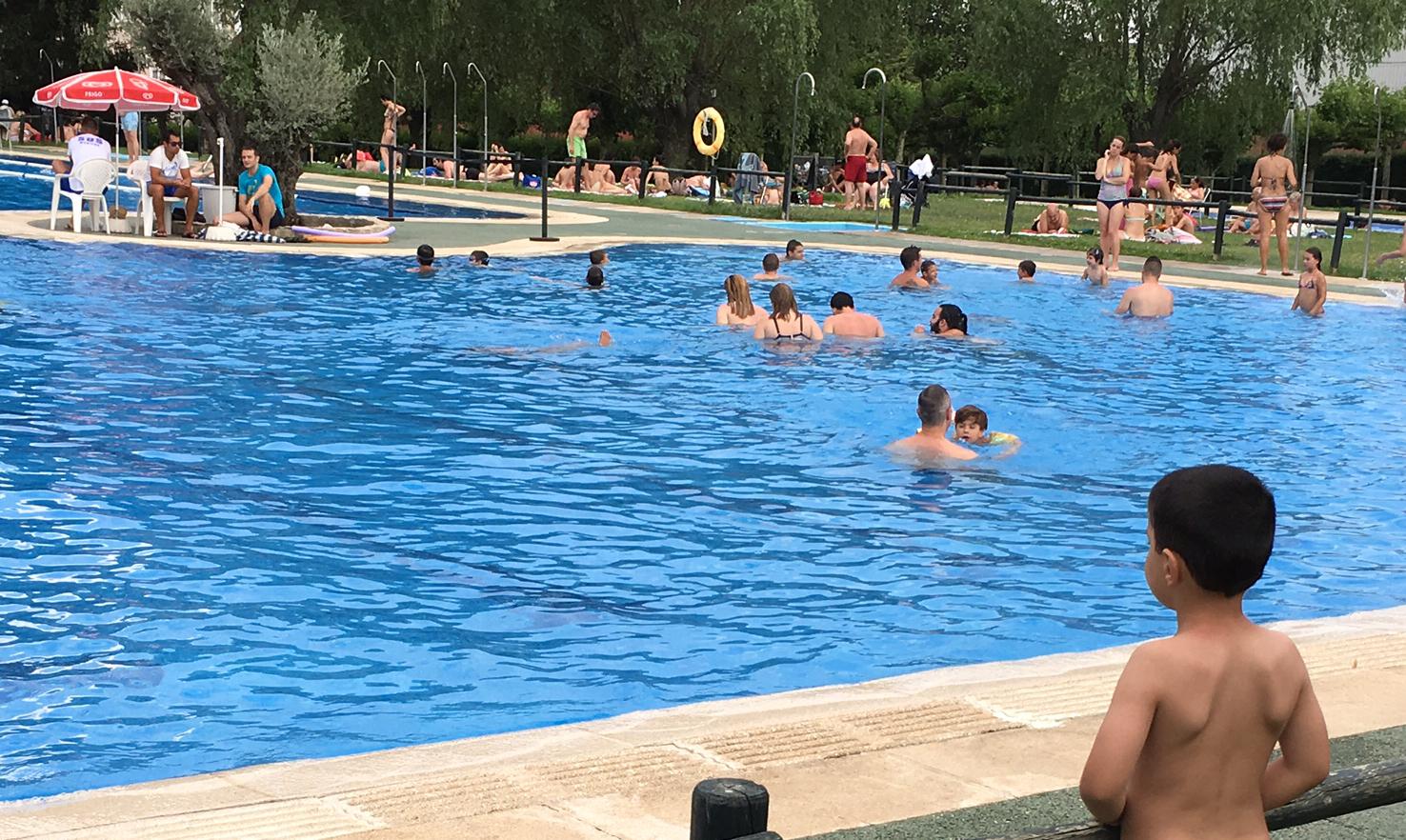 El viernes 23 comienza la temporada de verano en la for Piscina guadarrama