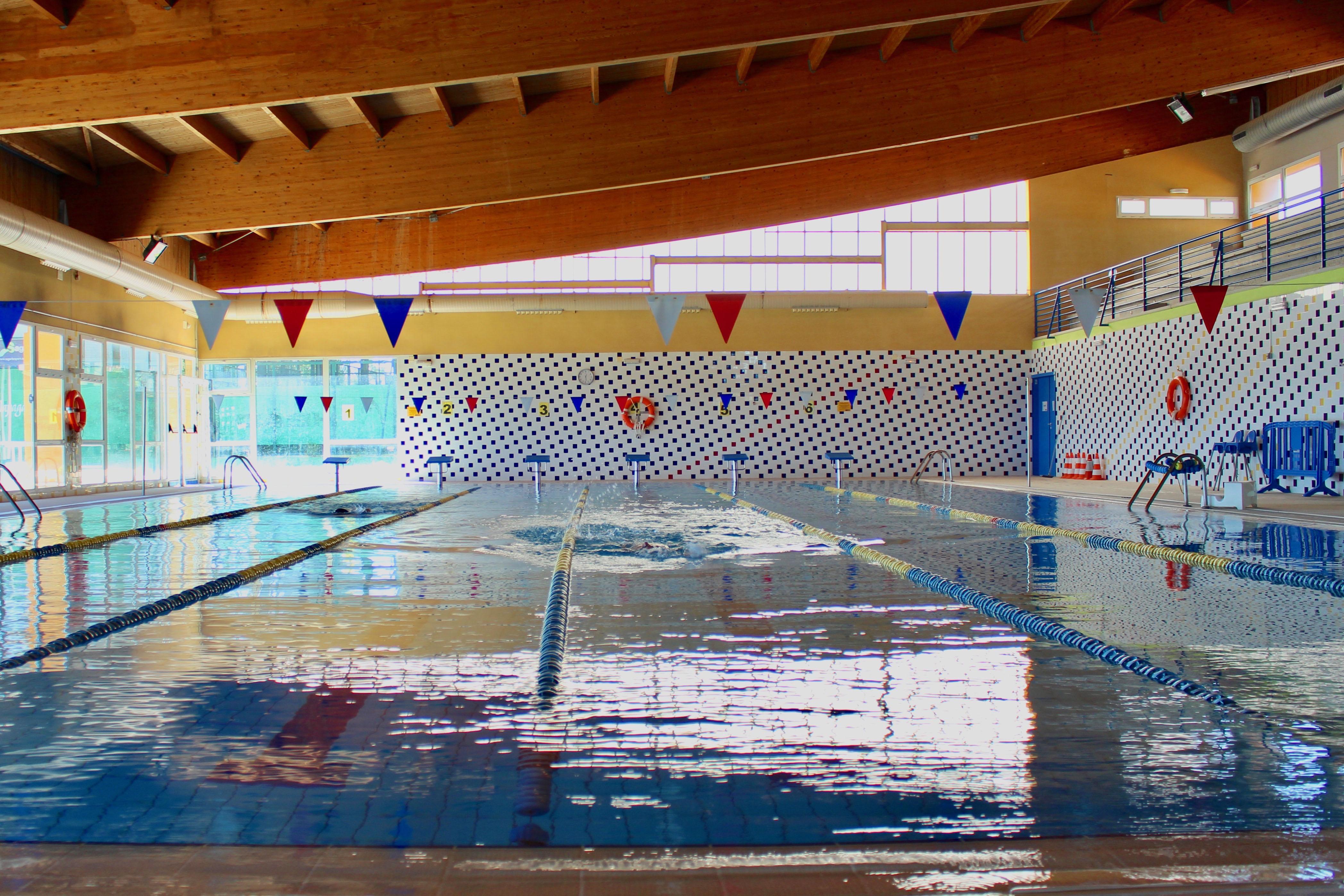 se reanuda la actividad en la piscina cubierta de