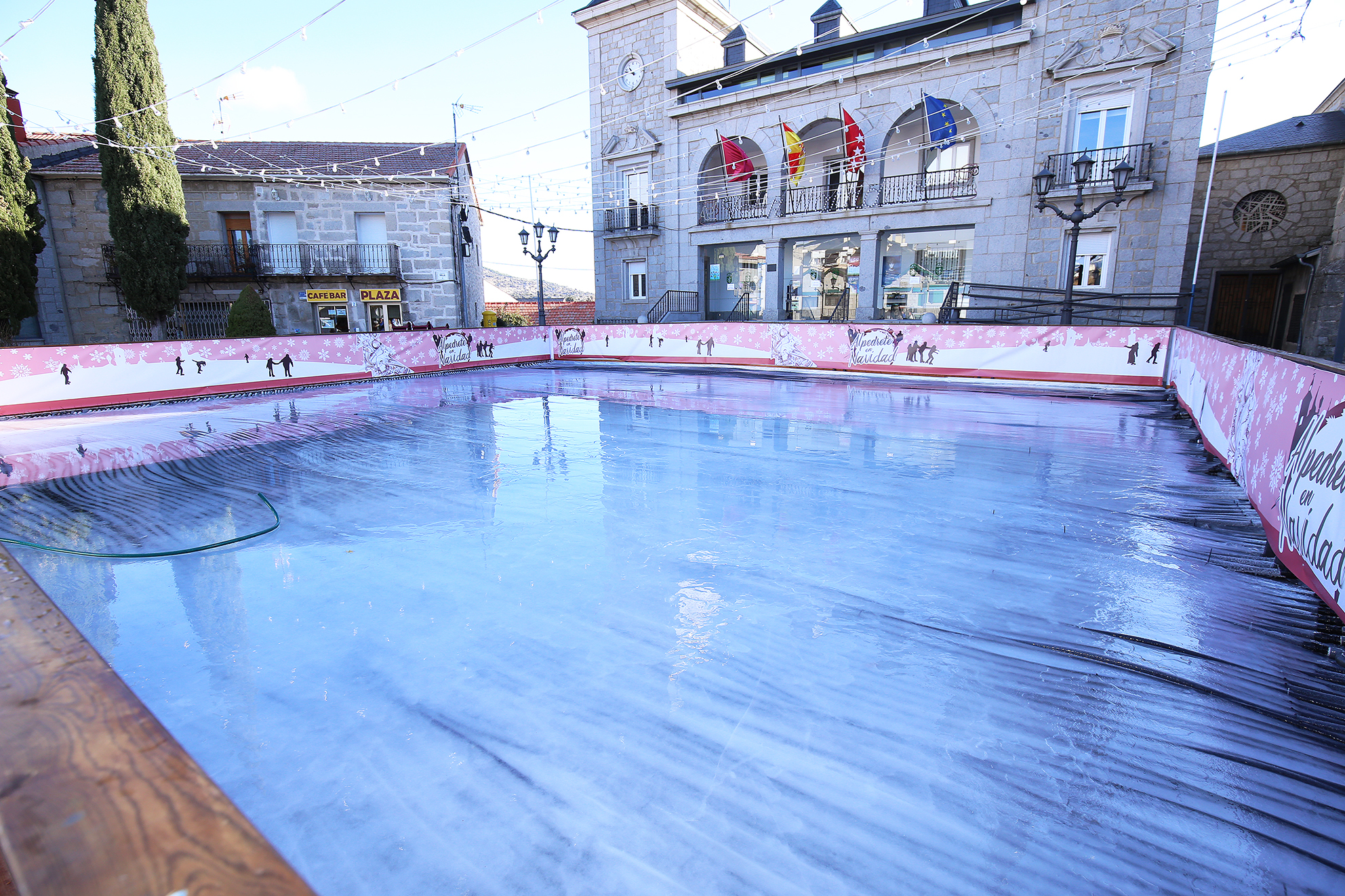 Alpedrete presenta su programa de Navidad, con una pista de hielo en ...