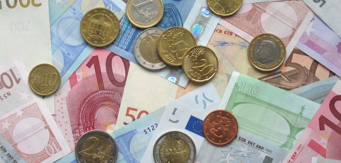 euro-coins-and-banknotes-702x336
