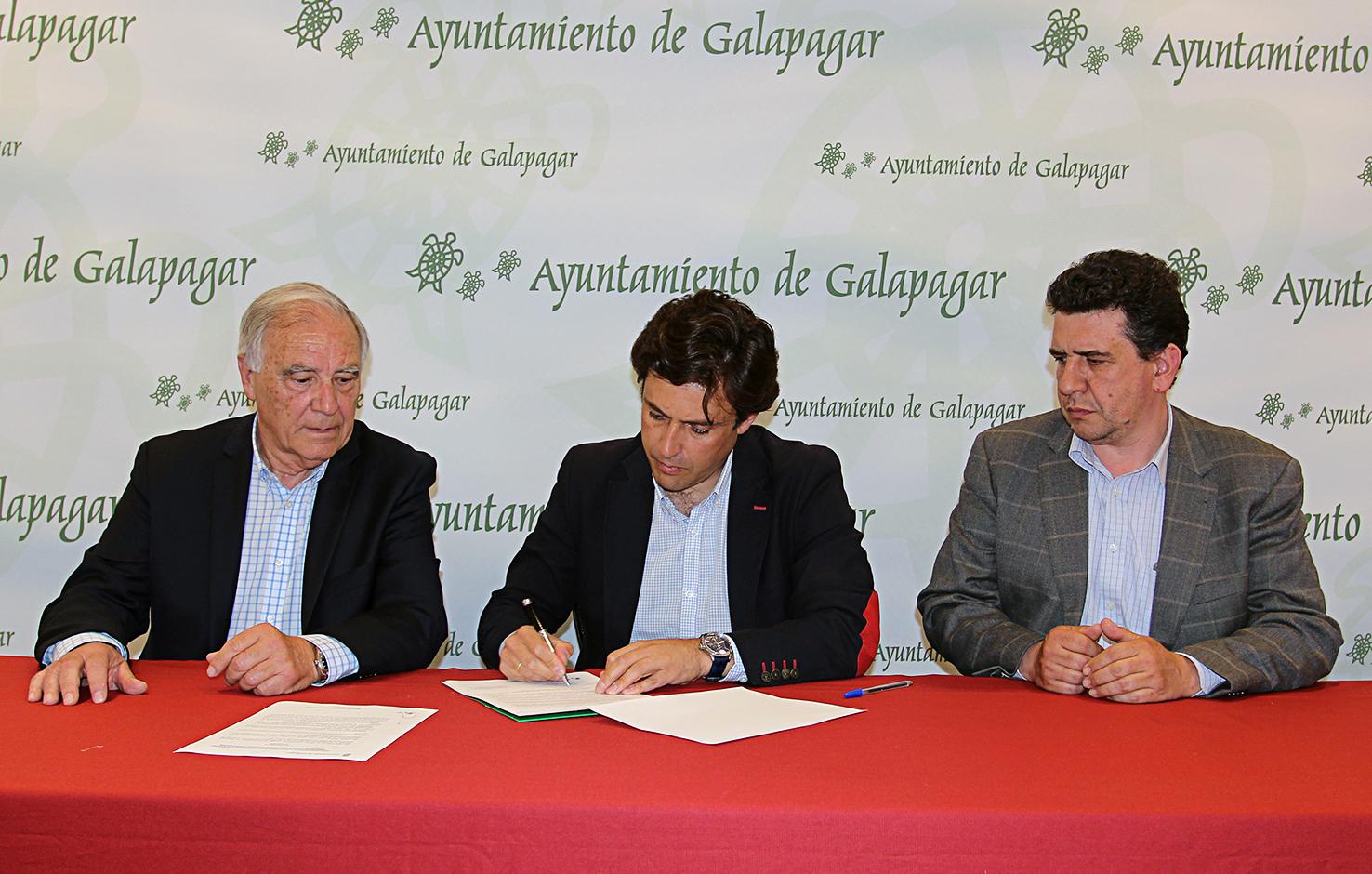 firma convenio con Parquelagos