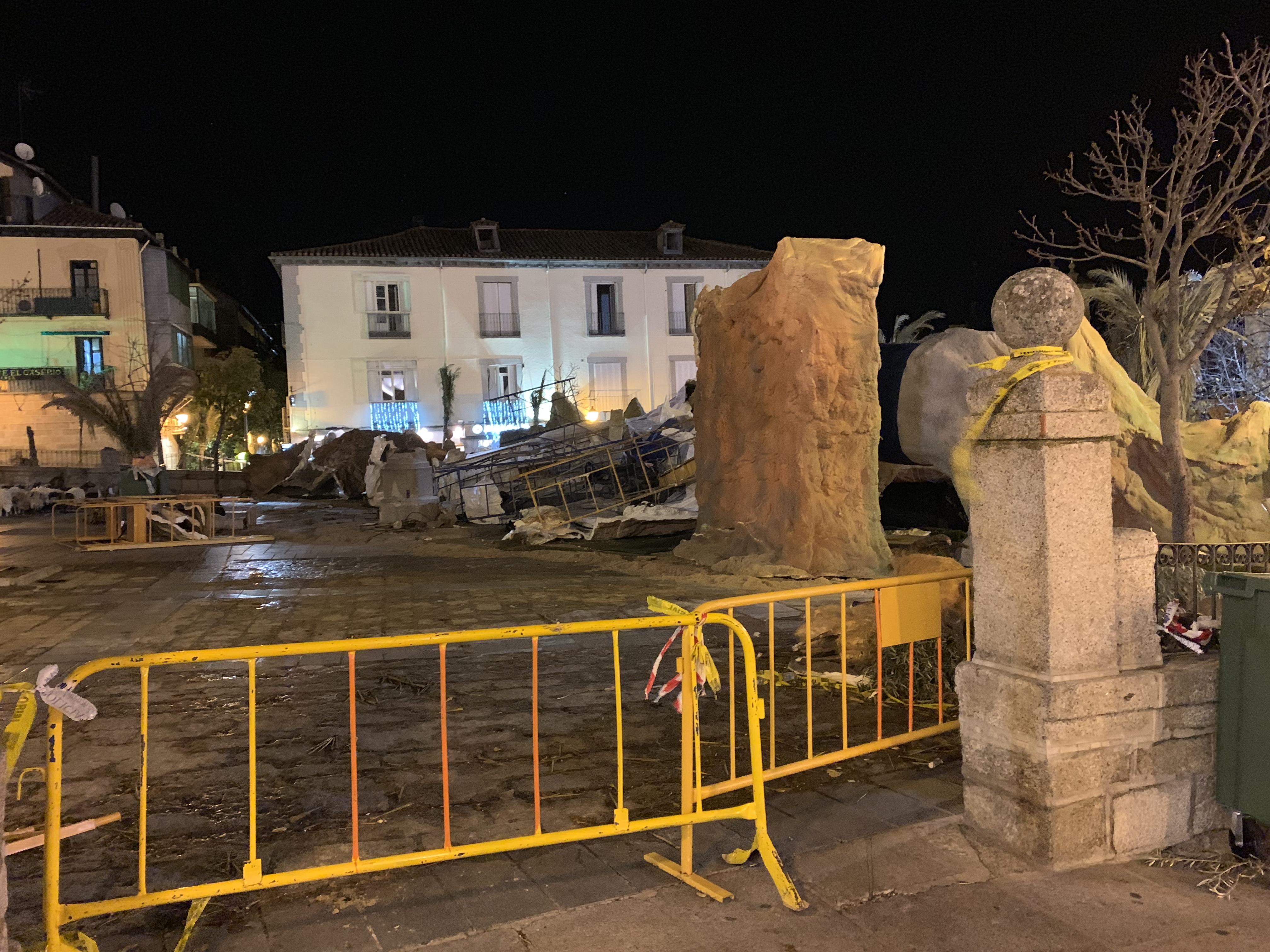 e6db9ff3770 Tras los destrozos sufridos en la tarde de ayer en el Belén Monumental de  San Lorenzo debido a las fuertes rachas de viento