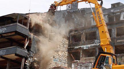 Demolido el club Alpino Guadarrama en el puerto de Navacerrada