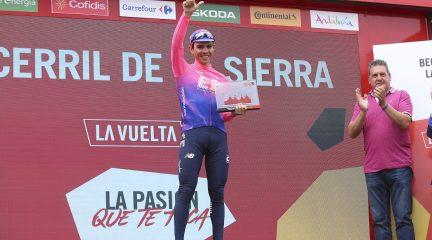 Becerril de la Sierra se vuelca con la Vuelta en una etapa que se llevó el colombiano Sergio Higuita