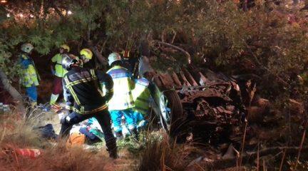 Un joven de 17 años muere y otros dos de 18 resultan heridos en un accidente en la M-608