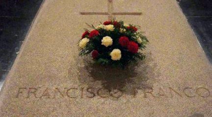 El Gobierno anuncia que la exhumación de Franco será el jueves 24 de octubre