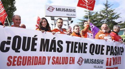 Los trabajadores de Musashi Spain Villalba (antigua Made) se concentran en protesta por la falta de medidas de seguridad tras un grave accidente laboral