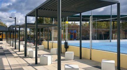 El Escorial invierte 50.000 euros en mejoras en la zona exterior del polideportivo municipal de Navaarmado