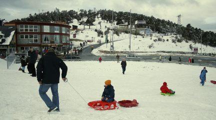 Navacerrada abre su estación de esquí este viernes 22 de noviembre con una oferta en el fortait