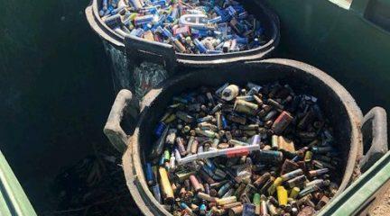 Un juez investiga una denuncia de Ciudadanos por el hallazgo de 800 kilos de pilas en la dehesa de Valdemorillo
