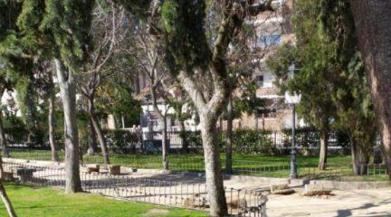 """El PSOE de El Escorial muestra su preocupación por la """"retirada"""" de los """"bancos históricos"""" del parque Fernández Panadero"""
