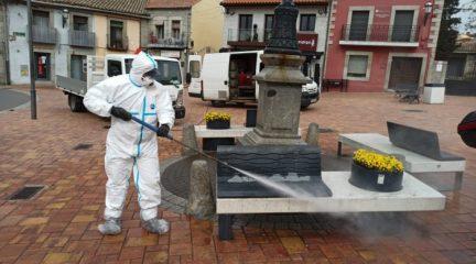 Valdemorillo refuerza la limpieza y desinfección de marquesinas, aceras y mobiliario urbano
