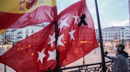 Luto oficial en la Comunidad de Madrid en señal de duelo y en memoria de los más de 3.000 muertos por el coronavirus