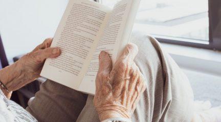Los usuarios de una residencia de mayores de Alpedrete crean su propio programa de radio para contar su día a día