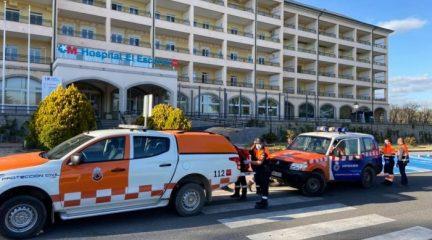 Protección Civil de Los Molinos entrega 56 máscaras de buceo al Hospital El Escorial para que se utilicen como respiradores