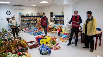 El Boalo reparte alimentos y productos esenciales a medio centenar de familias en riesgo de exclusión social