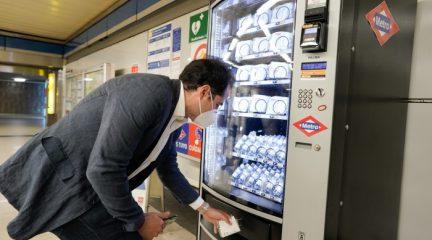 Aguado avanza la instalación de máquinas de venta de mascarillas e hidrogel en las estaciones de Metro de Madrid