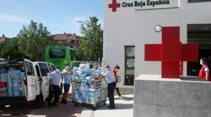 Cruz Roja Collado Villalba agradece la donación de alimentos y productos de higiene infantiles realizada por el personal de la empresa de autobuses Larrea