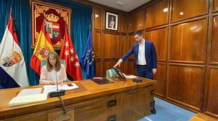 Rodrigo Mesa toma posesión como nuevo concejal del PP de San Lorenzo, convirtiéndose en el más joven de la Corporación