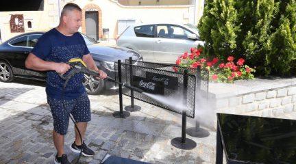 Bares y restaurantes de la Sierra se preparan para su reapertura, con las terrazas al 50% y medidas para reforzar la limpieza