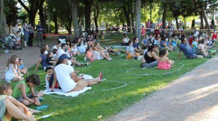"""Agotados los """"círculos familiares"""" en la primera función de títeres en el parque de La Nava de Valdemorillo"""