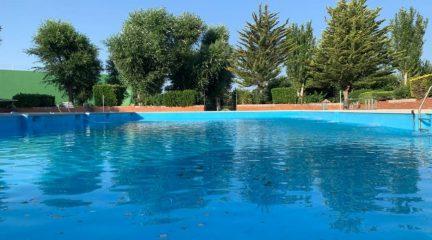 Los empadronados tendrán prioridad en el acceso a la piscina de Valdemorillo, con un aforo máximo de 500 personas