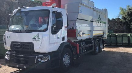 Se incorporan dos nuevos camiones de recogida y una baldeadora a la flota de vehículos de limpieza de Torrelodones