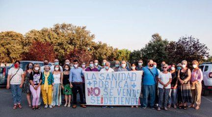 Unas 150 personas secundan la concentración contra los recortes en el Centro de Salud de Los Arroyos