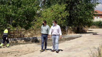 El Ayuntamiento de Las Rozas mejorará los accesos del colegio Mario Vargas Llosa y el IES Carmen Conde este verano