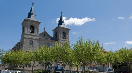 La Iglesia de San Bernabé, en El Escorial, acoge este jueves una misa-funeral en memoria de las víctimas del coronavirus