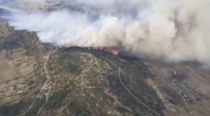 El incendio de Robledo y Zarzalejo continúa activo, aunque estabilizado y sin riesgo para los núcleos de población