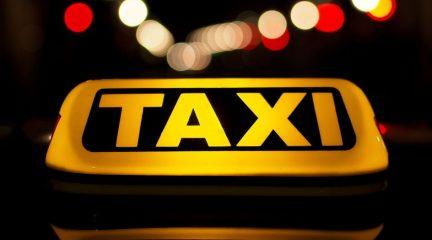 Nuevo servicio de taxi gratuito para los pacientes mayores o con problemas de movilidad del consultorio de Mataelpino