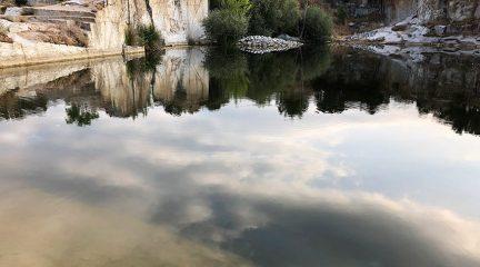 El Ayuntamiento de Alpedrete refuerza la vigilancia frente a la prohibición del baño en las canteras
