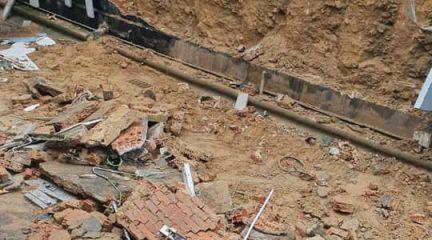 El túnel de la avenida de la Constitución de El Escorial, cortado por un desprendimiento por acumulación de agua
