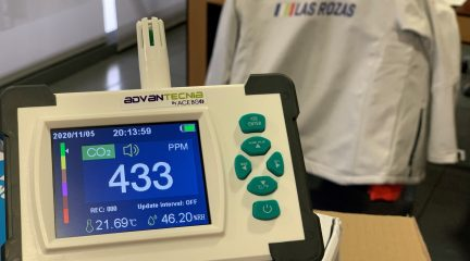 Las Rozas entrega medidores de CO2 a todos los colegios, asociaciones de dependientes y edificios municipales