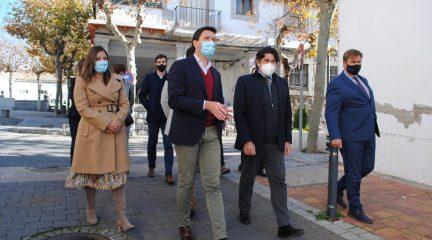 El consejero de Administración Local comprueba la marcha de las obras en el casco antiguo de Valdemorillo