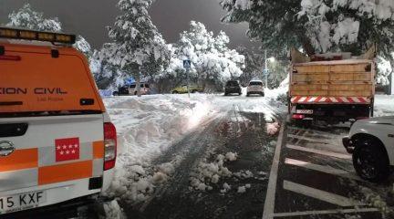 El día después de la gran nevada: objetivo, limpiar las calles antes de las heladas de los próximos días