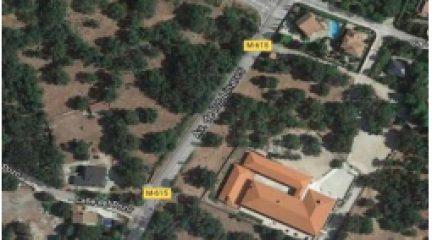 La instalación de un semáforo y barandillas y el cambio de la señalización mejorarán el acceso al colegio Josefina Carabias de Mataelpino