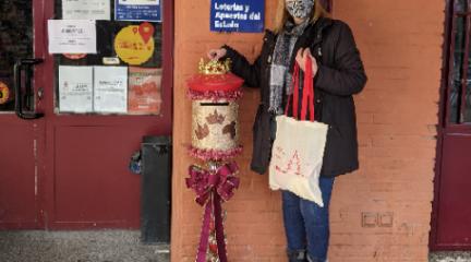 El Escorial reparte bolsas reutilizables dentro de su campaña de apoyo al comercio local
