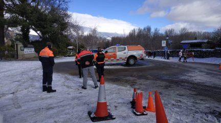 Tráfico vuelve a cortar la carretera de acceso al Puerto de Navacerrada por la gran afluencia de personas a la Sierra