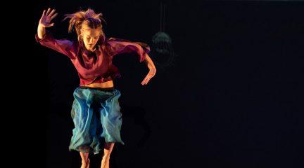 """La compañía Larumbe llega este sábado a Valdemorillo con el espectáculo de danza contemporánea """"Aire"""""""