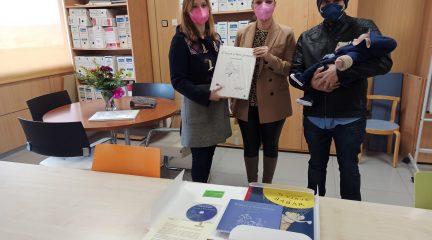 El Ayuntamiento de Valdemorillo regala un libro a cada recién nacido