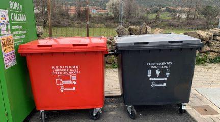 Robledo instala nuevos contenedores para reciclaje de aceite, residuos informáticos y bombillas