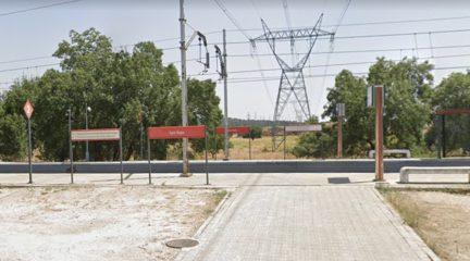Adif adjudica la redacción del proyecto para construir un paso entre andenes y mejorar la accesibilidad en el apeadero de San Yago