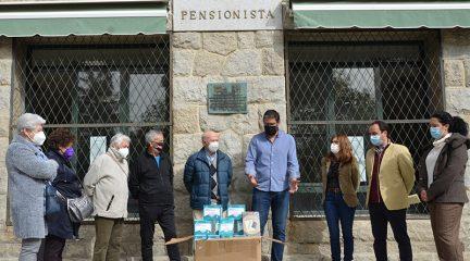 """David Luengo transforma los beneficios de su libro """"Cocinamiento"""" en 1.600 mascarillas FFP2 para colectivos de Guadarrama"""
