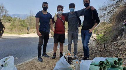 El ejemplo de cuatro jóvenes de Guadarrama: varias jornadas recogiendo basura en el entorno de La Jarosa