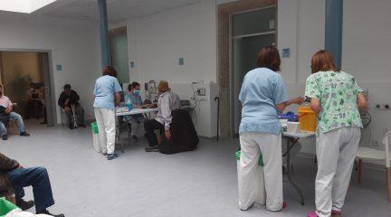 La autocitación para vacunarse se amplía a los mayores de 48 años y a 12 hospitales, entre ellos el de El Escorial