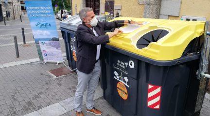 Dos pegatinas en los contenedores de basura de Collado Villalba facilitarán el reciclaje